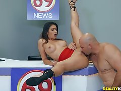 flexible congregation Katana Kombat wants to show her sexual skills to her lover