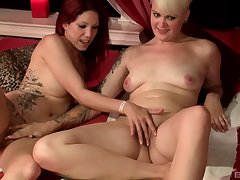 Short haired busty lesbian Natalie Hot pussy discouraged and fingered