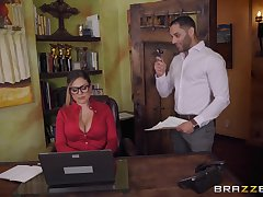 Secretary Karmen Karma seduces their way boss into dousing their way beside cum
