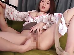 perfect body pretty face sweeping fucks with her husband, full at http://zo.ee/6CnLR