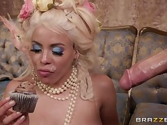 Blonde MILF princess Luna Star wants cum on a cupcake before eating it