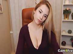 Pretty hot webcam babe on cam pleasing her tight pussy till it gets wet